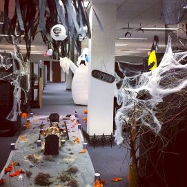 Inspiring Decoration Ideas of Halloween Cubical Office (49)