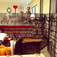 Inspiring Decoration Ideas of Halloween Cubical Office (63)