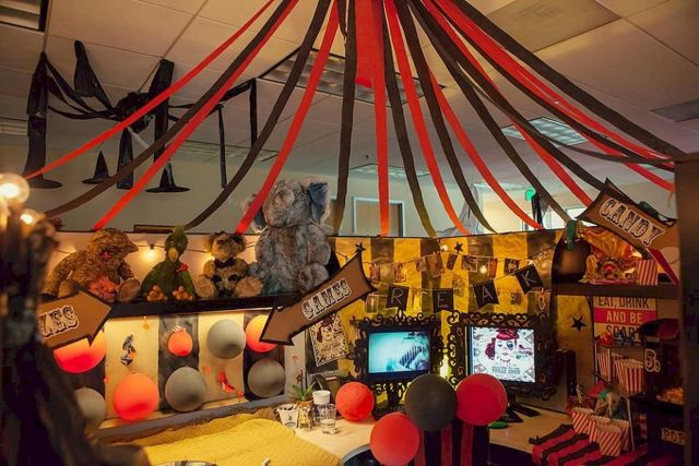 Inspiring Decoration Ideas of Halloween Cubical Office (68)