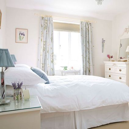 White Bedroom Decorating Ideas with Beautiful Accent Part 34