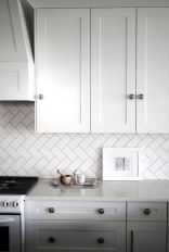 Stunning Kitchen Backsplash Ideas for Neutral Color Kitchen Designs Part 39