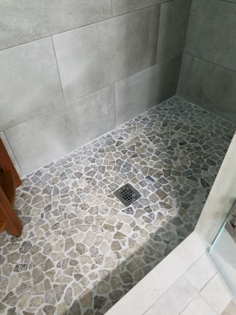 Best bathroom pebble floor designs that add natural bathroom look Part 7