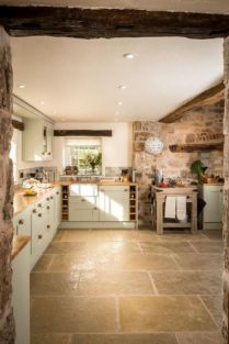 Natural Stone Floor Ideas that Looks Amazing in Traditional and Vintage Kitchen Styles Part 25