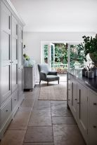 Natural Stone Floor Ideas that Looks Amazing in Traditional and Vintage Kitchen Styles Part 30