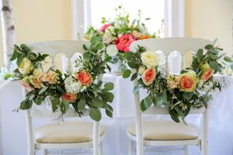Refreshing spring wedding garland with green and ivory color theme decoration over the walls wedding arch and tables Part 9