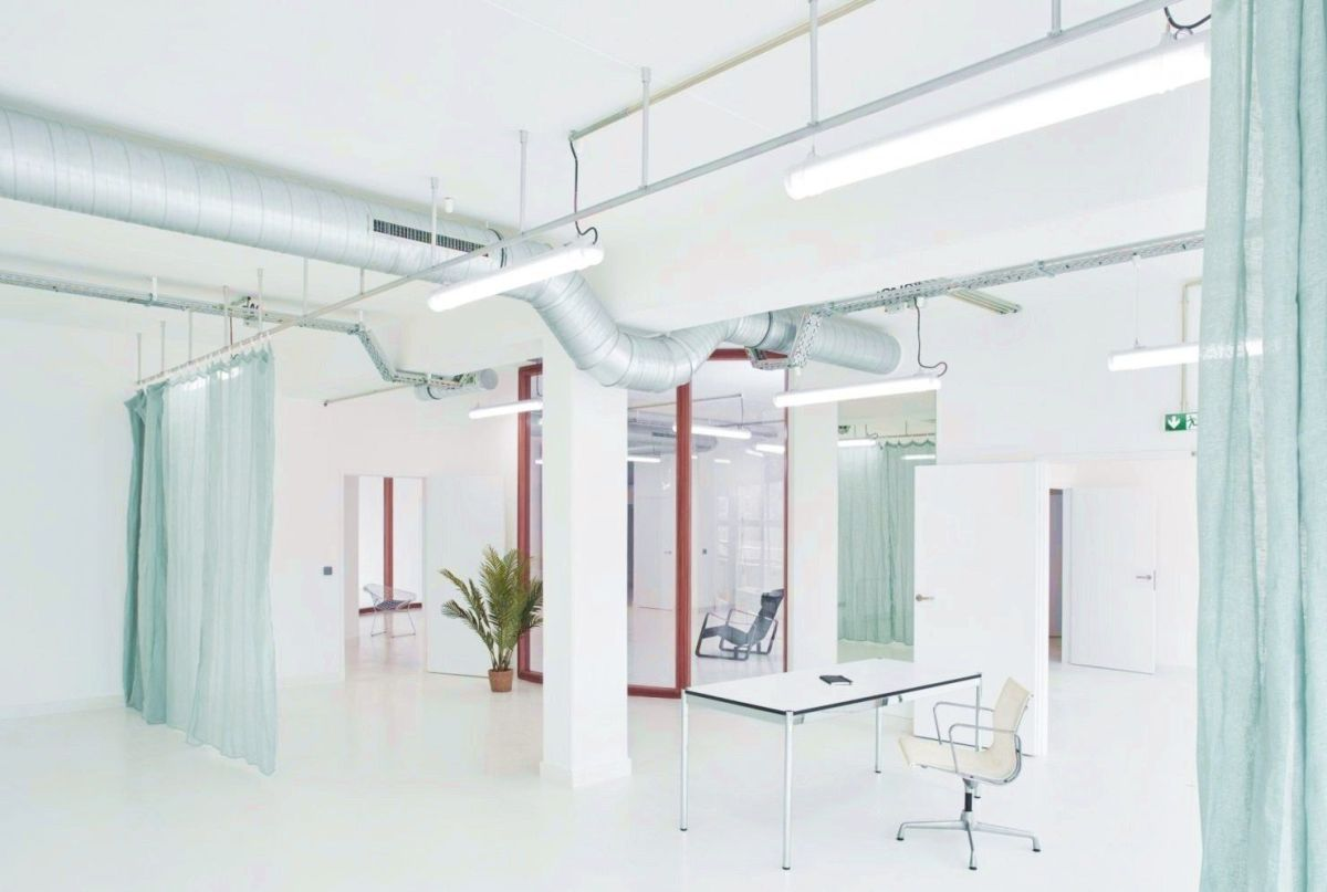 Spacious office concept with less interior partition to abandon traditional and boring office style