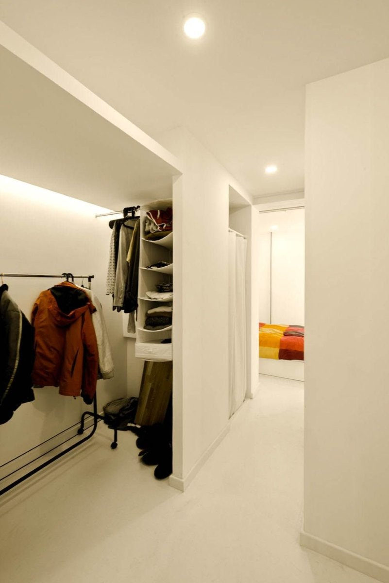 Successfull Idearch Studio Diaphanous Renovation in Madrid to make over an old apartment into a livable home (3)
