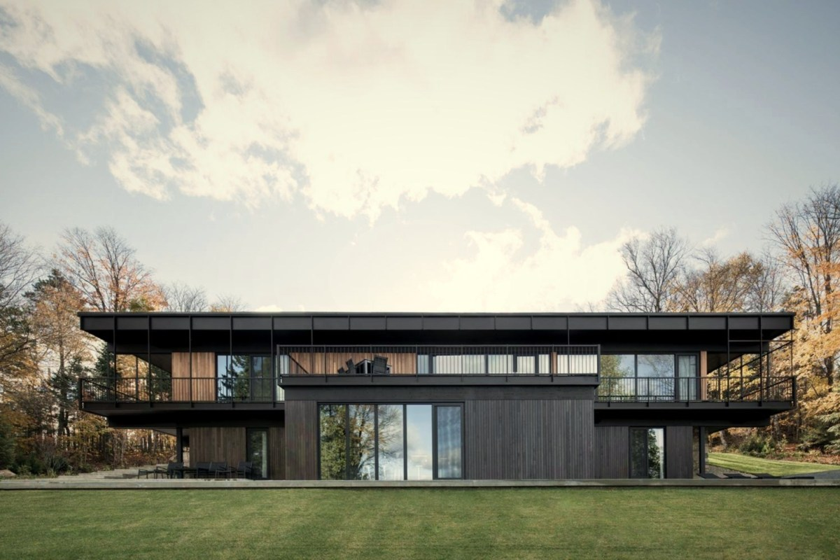 Flat roof house built in slooping land showing beautiful combination of nature and elegant architeture concept (5)