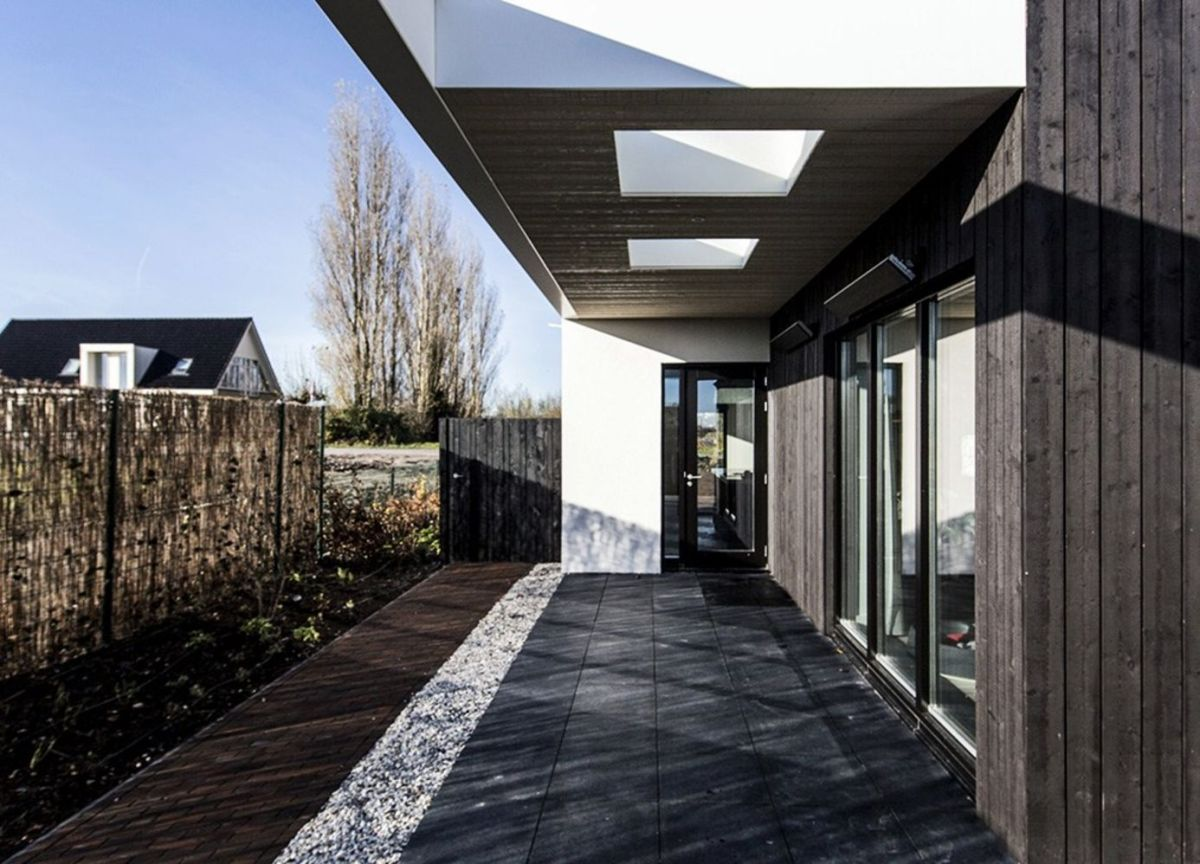Creative architecture design maximizing outdoor space with open terrace that has unique concept fur multiple occasions (6)