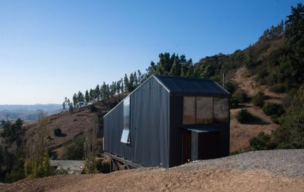 Semi cantilever rural house built on a slope land overviewing vast mountain range (5)