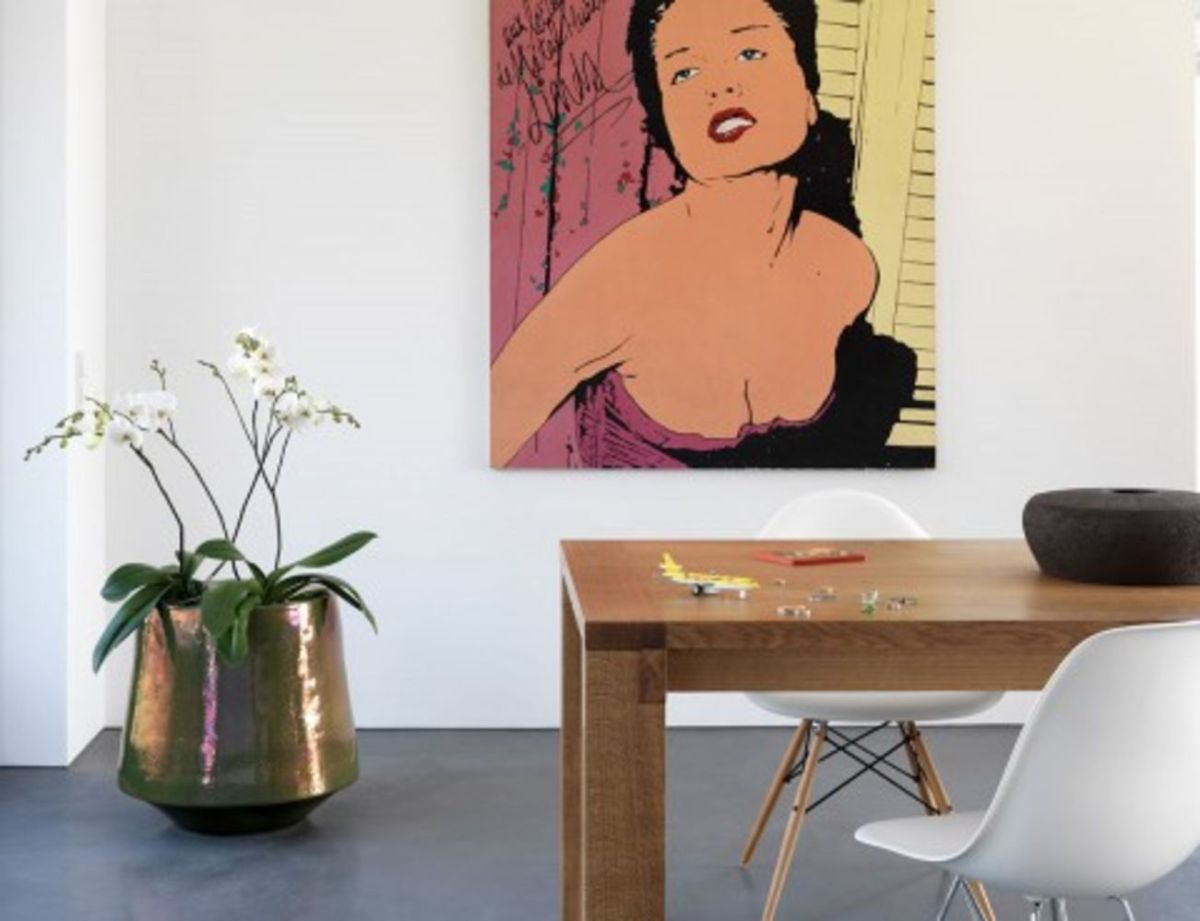 Refined interior in contemporary gesture showing multidimensional artsy vibes (8)