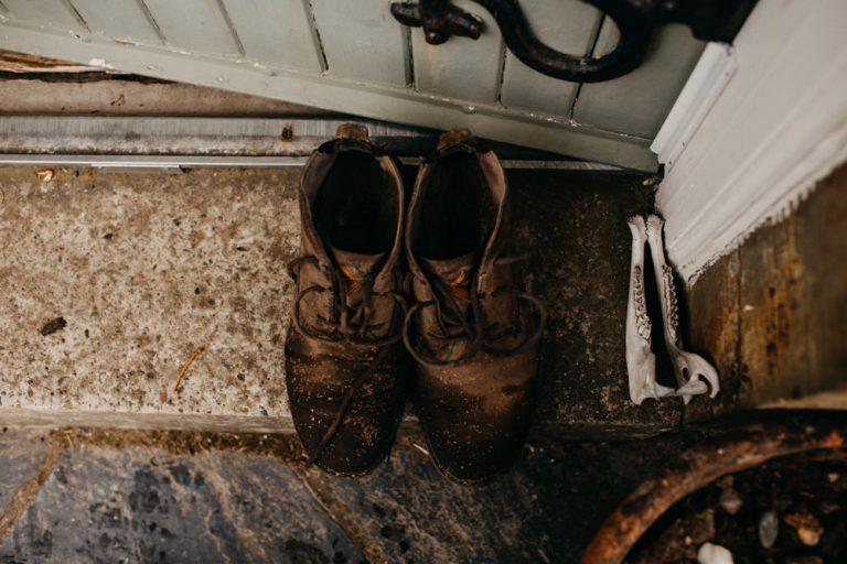 unfurl4-photography-glencoe-elopement-wedding-inspiration-outdoor-mountains-scottish-highlands-intimate-ceremony-elope-boho-shoes