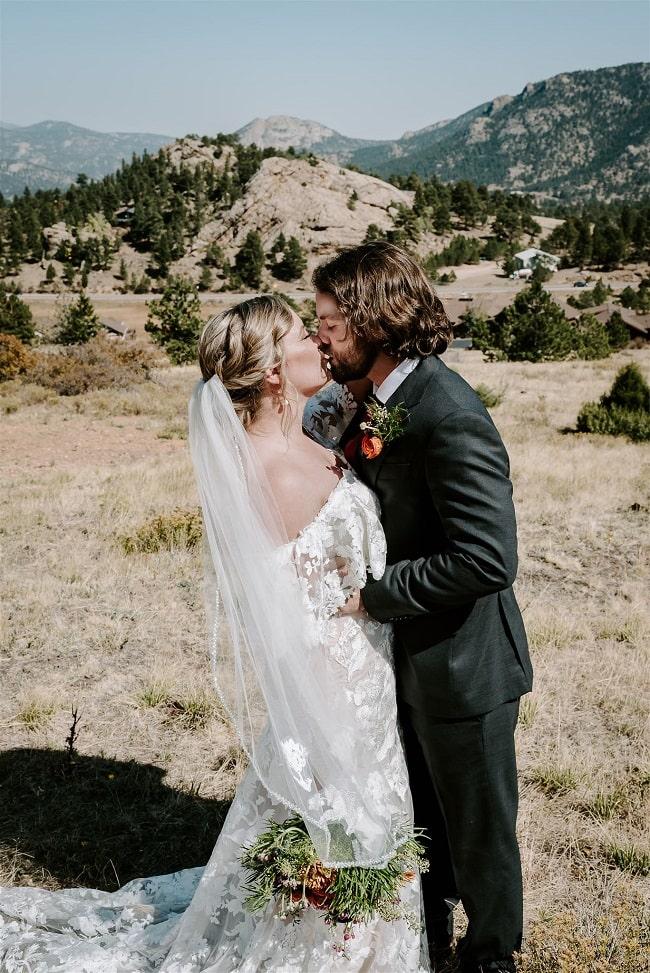 Courtney18-Lynn-colorado-adventure-elopement-packages-destination-wedding-photographer-estes-park-elope-mountain