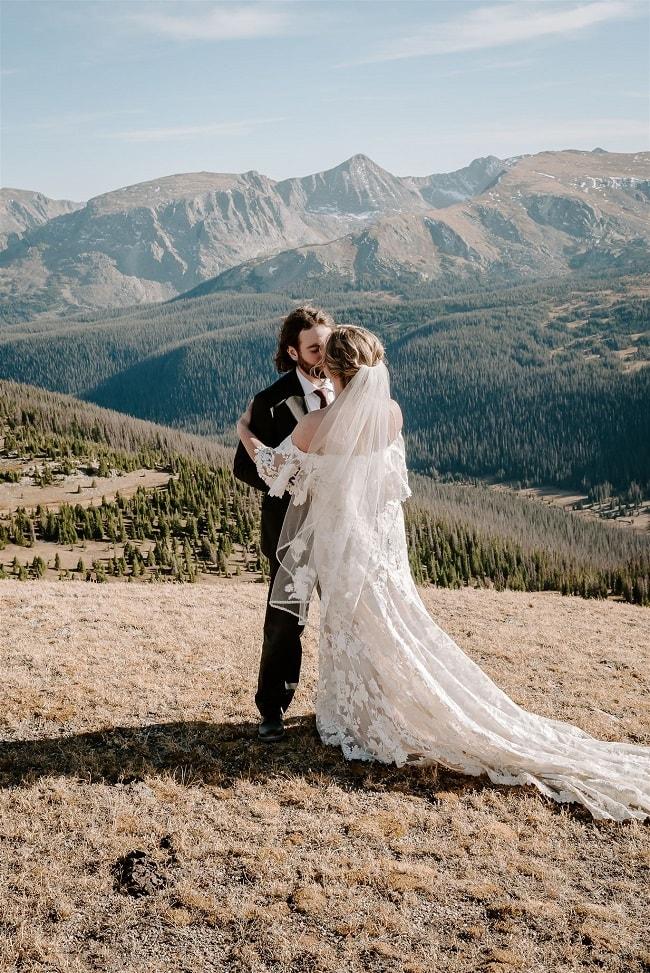 Courtney64-Lynn-colorado-adventure-elopement-packages-destination-wedding-photographer-estes-park-elope-kiss