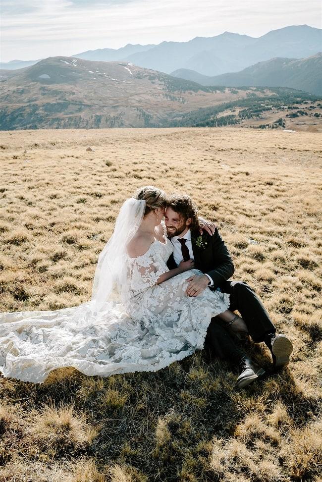 Courtney71-Lynn-colorado-adventure-elopement-packages-destination-wedding-photographer-estes-park-elope-hugs