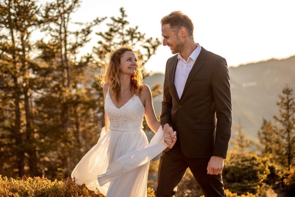 028-mountain-elopement-wedding-austria-wild-embrace-sunset-photography-elope-intimate-outdoor-mountain-ceremony-adventure