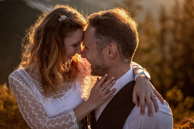 034-mountain-elopement-wedding-austria-wild-embrace-sunset-photography-elope-intimate-outdoor-mountain-ceremony-adventure