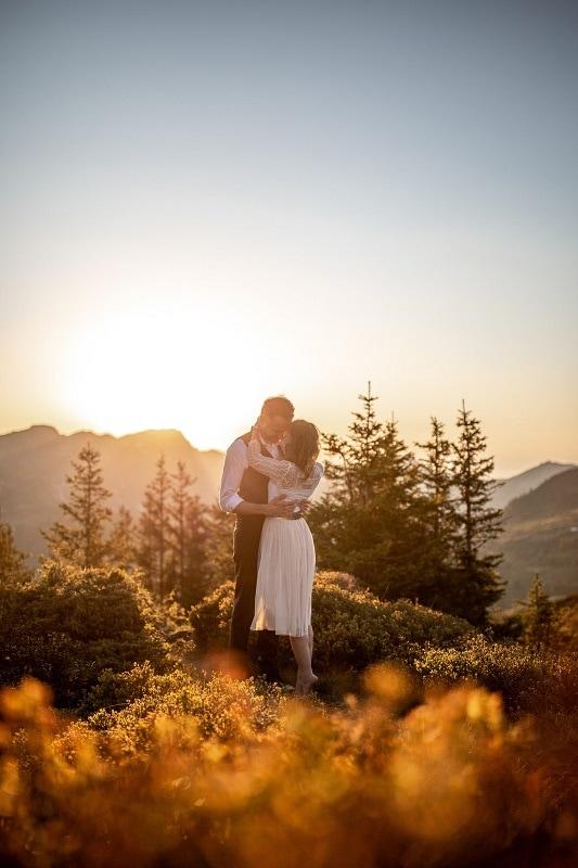 036-mountain-elopement-wedding-austria-wild-embrace-sunset-photography-elope-intimate-outdoor-mountain-ceremony-adventure