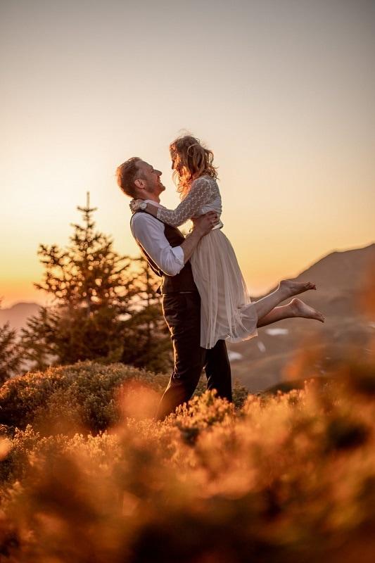 050-mountain-elopement-wedding-austria-wild-embrace-sunset-photography-elope-intimate-outdoor-mountain-ceremony-adventure