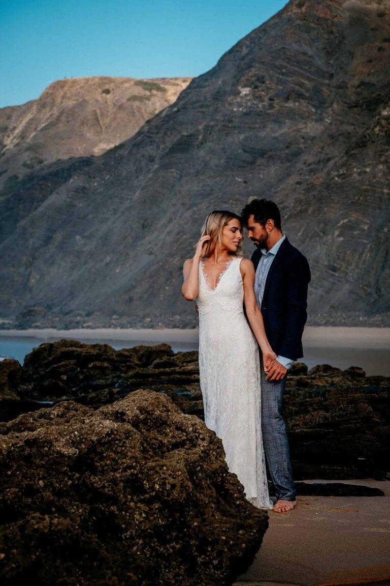 Hochzeit-in-Portugal-an-der-Algarve-06-elopement-wedding-beach-intimate-ceremony-coast-sand-sea-sunset-love-elope