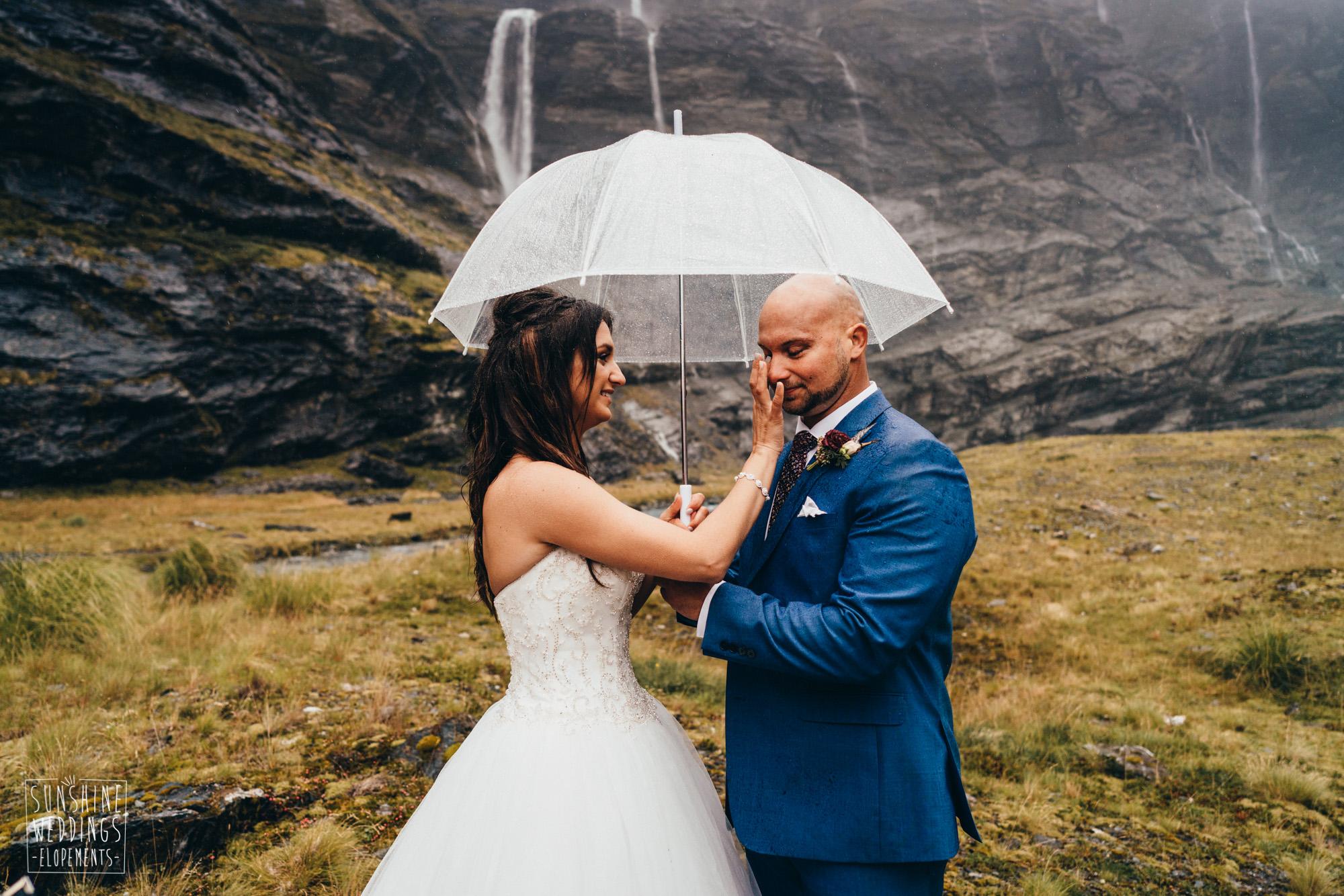 wedding in rain at Earnslaw Burn