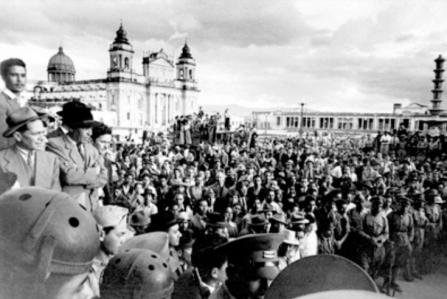 Imágenes de las manifestaciones que precedieron a la caída del general Ubico.