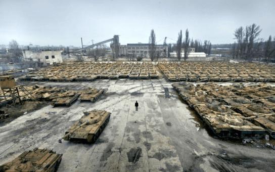 Almacén de carros de combate en la región de Slobozhanshchyna
