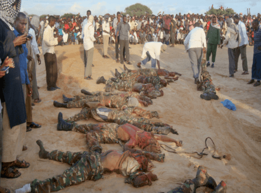 Al-Shabab exhibe cuerpos sin vida de peacekeepers. ASSOCIATED PRESS para New York Times