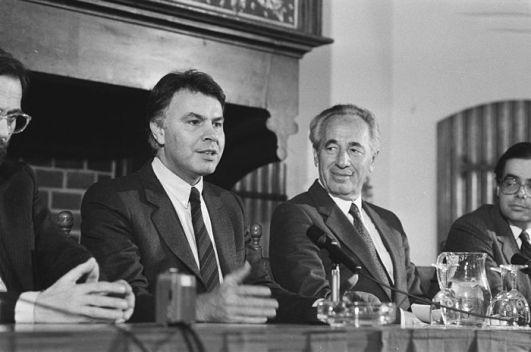 Peres y González en 1986 - Wikipedia