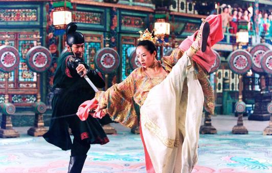 """Imagen de la película """"La casa de las dagas voladoras"""", por Zhang Yimou (2004)"""