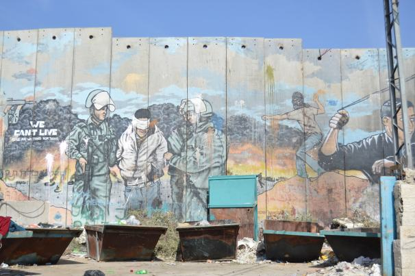 La red de muros dentro de Cisjordania, a la altura de Belén, separa un vecindario de los que hasta hace no mucho eran sus olivares. Fuente: Marcos Bartolomé