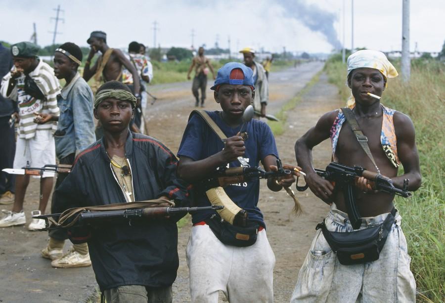 armas niños soldado