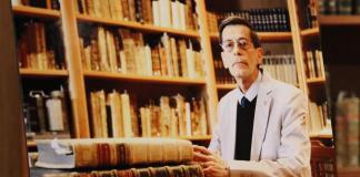 Paco González bibliotecario UG