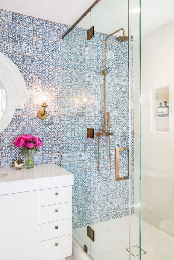 18 Good Small Master Bathroom Remodel Ideas 16