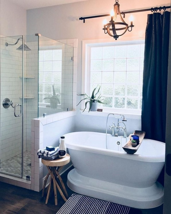 18 Good Small Master Bathroom Remodel Ideas 23