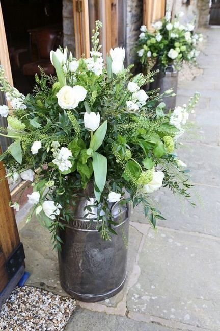 15 Beautiful Rustic Green And White Flower Arrangements 22