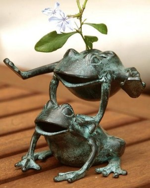 15 Stunning Frogs In The Garden And Home 04