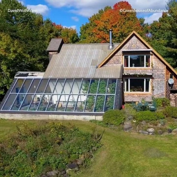 17 Amazing Greenhouse Earthship Home Design Made Of Recycled 21