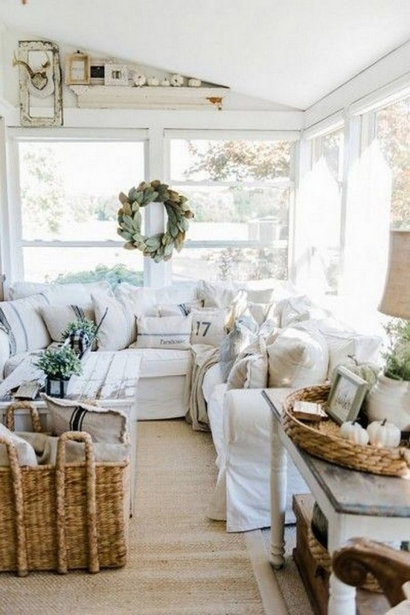 18 Beautiful Rustic Coastal Farmhouse Style 27
