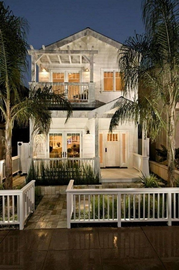 18 Coastal Farmhouse Exterior Design Ideas 17