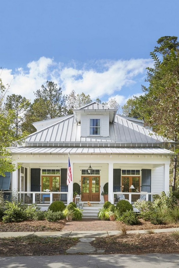 18 Coastal Farmhouse Exterior Design Ideas 23