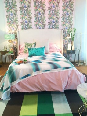 17 Good Pink Tropical Bedroom Ideas Fresh For Summer 23