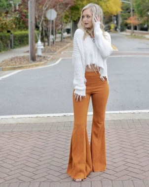 17 Incredible Flared Jeans Fall Winter Outfits Ideas 25