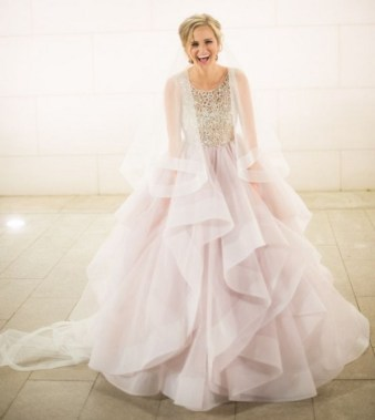 18 Modern Gowns Ideas For A Valentine'S Day Wedding 22