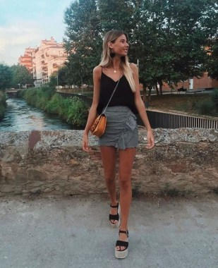 20 Charming Summer Outfit Ideas For Ladies 21