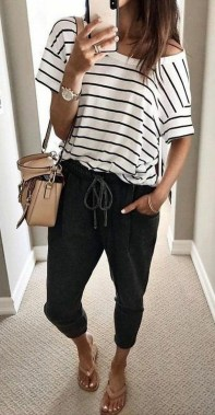 21 Fascinating Black And White Summer Outfit Ideas 05