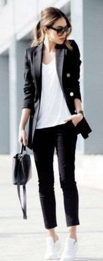 23 Casual Chic White Sneakers Ideas To Wear 12