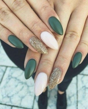 22 Cool Winter Aesthetics For 2020 Nail Art Trends 04