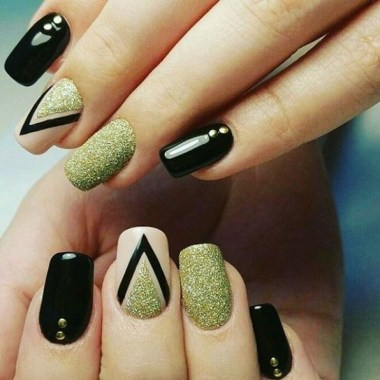 24 Glamorous Color Combinations For Winter Nail Arts 10