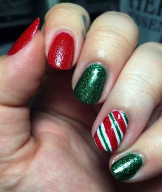 24 Glamorous Color Combinations For Winter Nail Arts 14